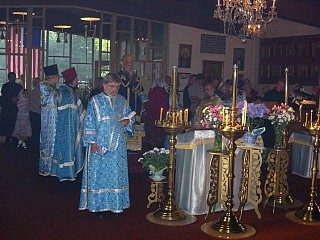 Bishop Peter and visiting preists in the middle of the church during the Polielei